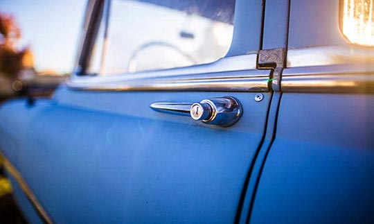 Επισκευή χαλασμένης κλειδαριάς αυτοκινήτου
